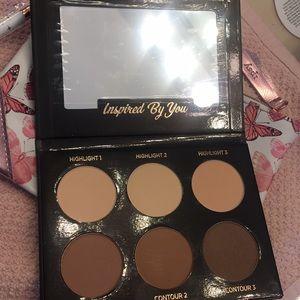 Makeup - Contour palette and brush bundle